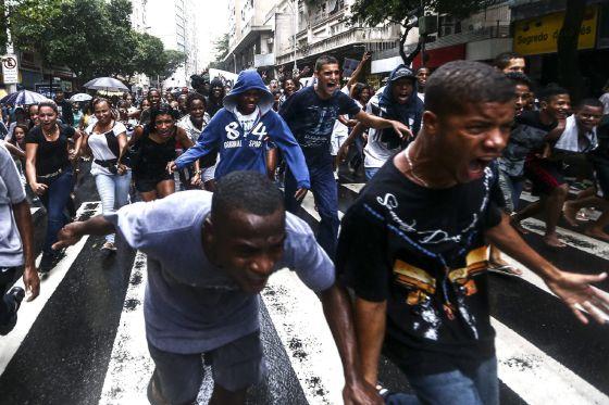 Manifestação em Copacabana contra a violência, em abril.