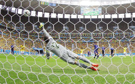 Com uma goleada por 3 x 0, Holanda liquida os restos do Brasil
