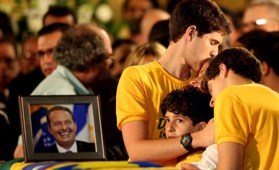 Corpo de Campos é velado em meio a comoção e vaias a presidenta Dilma