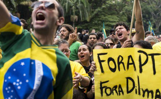 Movimento contra Dilma cresce ao mesmo tempo que fica mais radical