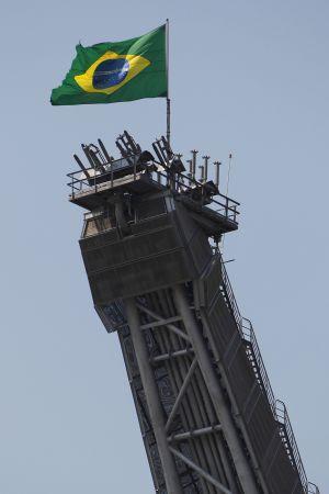 Corrupção da Petrobras põe o Brasil à beira do precipício