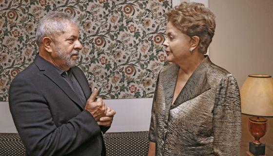 Dilma Rousseff busca o apoio de Lula para tentar sair da atual crise política