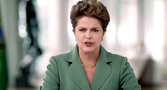 Na TV, Dilma pede paciência com a crise e ouve panelaços pelo país
