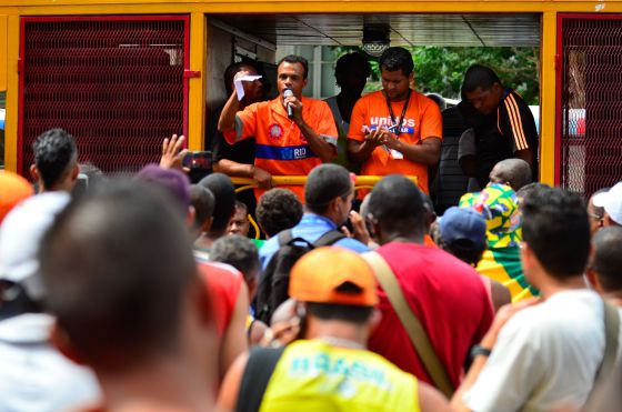 Nova vitória de garis do Rio de Janeiro mantém viva a 'revolução laranja'