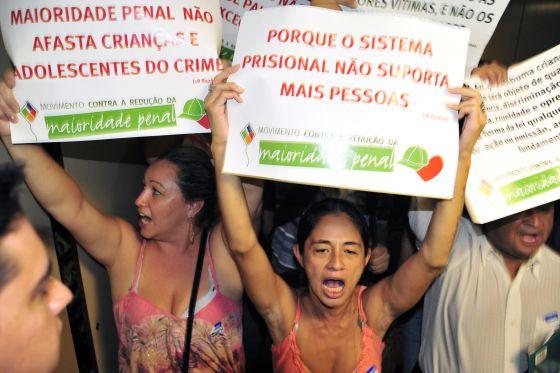 Crise política favorece avanço de projeto que reduz maioridade penal