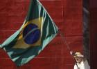 Atos contra Dilma têm menos gente, mas foco maior no impeachment