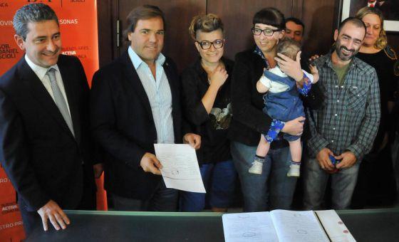 Argentina registra o seu primeiro bebê com três pais