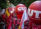 """""""Veta, Dilma"""" versus """"fora Dilma"""" dão o tom do Dia do Trabalho"""