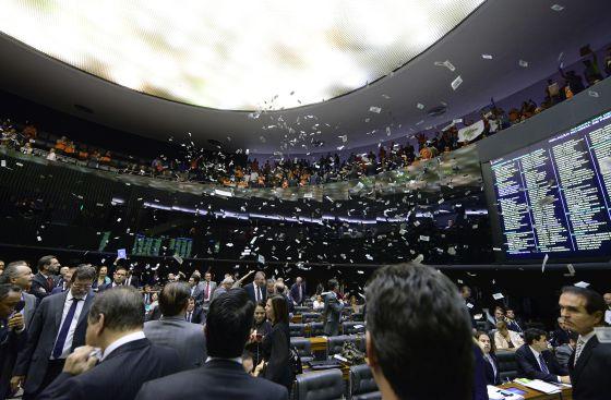 Governo Dilma vence o primeiro 'round' do ajuste fiscal na Câmara