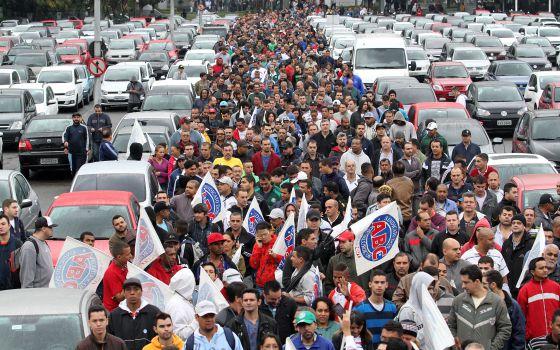 Pessimismo no Brasil bate recorde com crise econômica e corrupção
