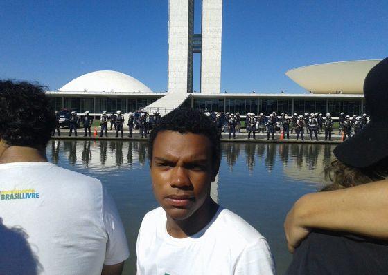 """Movimento Brasil Livre: """"Dilma deve cair até o final do ano"""""""