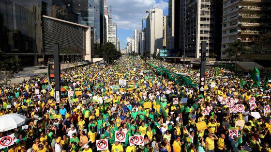 Em protesto anti-Dilma, Sergio Moro vira herói e Renan é vaiado nas ruas