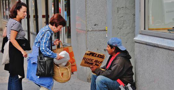 Os menos religiosos parecem mais propensos a ajudar por empatia.