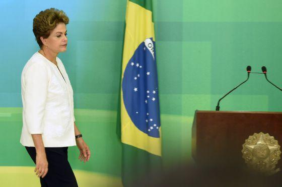 Bolsa fecha em alta um dia após pedido de impeachment de Dilma