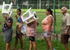 Após um mês da tsunami da lama, a fila pela água potável em Minas