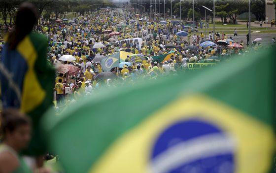 Manifestantes a favor do impeachment de Dilma vão às ruas