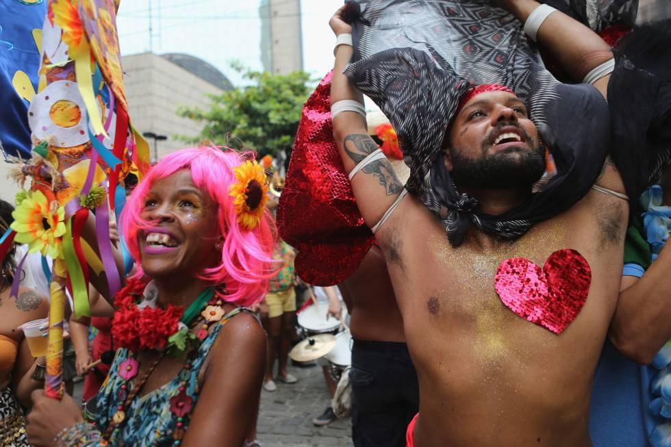 A crise é um banquete para a sátira política do Carnaval