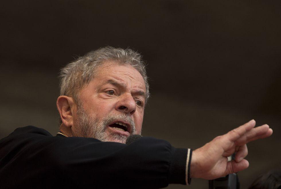 O ex-presidente Lula, alvo da PF, mas defendido pelo PT nas inserções do partido em rede nacional.