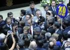 Dilma enfrenta um Congresso hostil e pede ajuda para superar crise