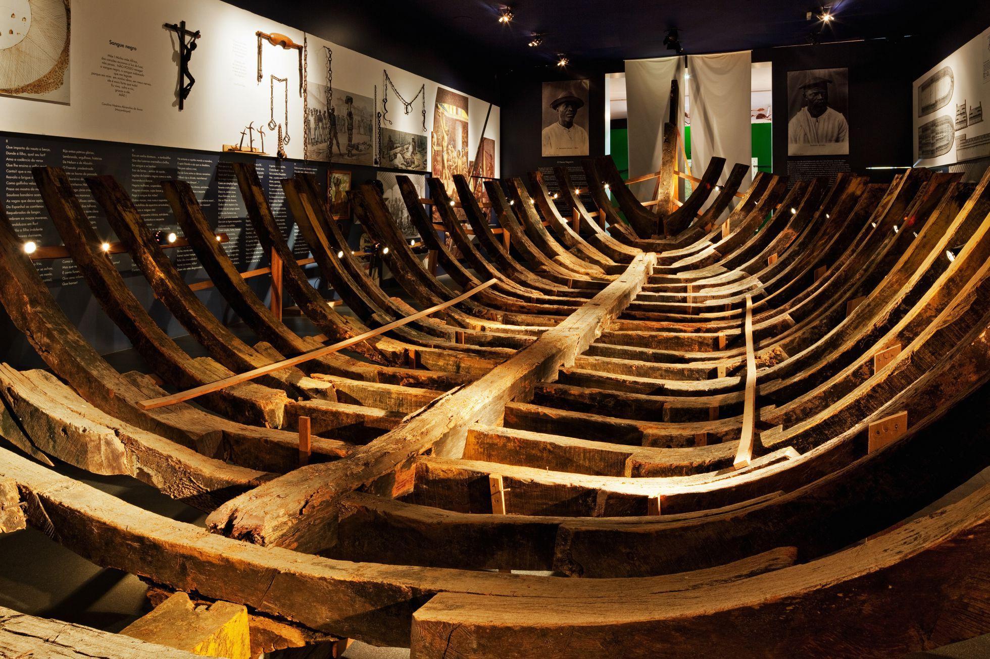 Réplica de um navio negreiro no Museu Afro de SP.