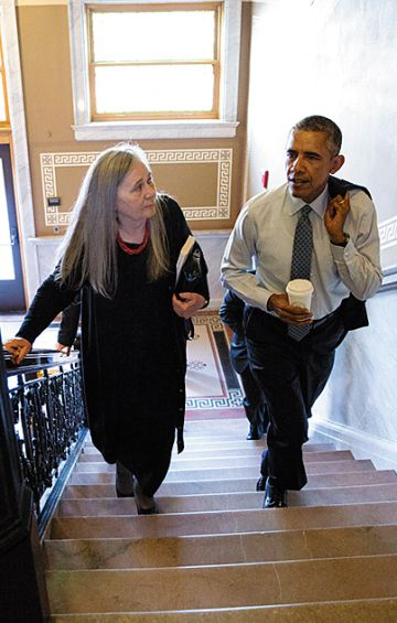 Marilynne Robinson e Obama em Des Moines, Iowa, em setembro de 2015.