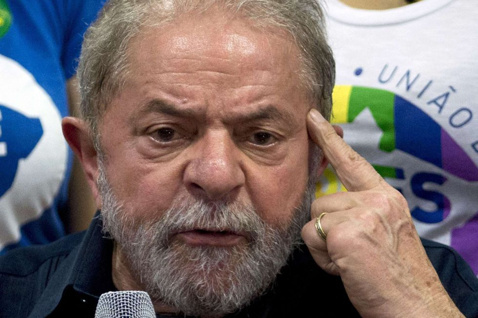 Lula conversa com a imprensa em 4 de março.