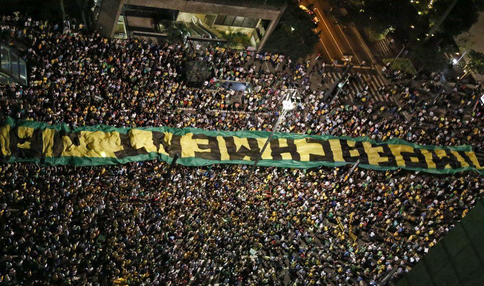 Áudio entre Lula e Dilma vaza e gera manifestações