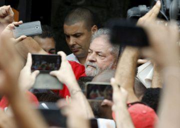 Áudio com diálogo de Lula e Dilma leva milhares de manifestantes às ruas