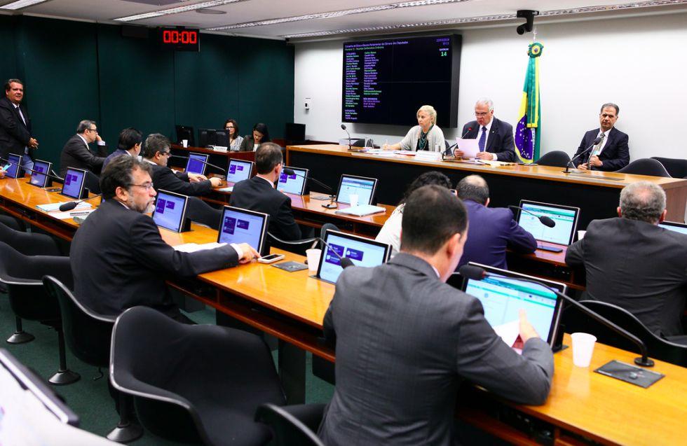 Enquanto impeachment de Dilma avança rapidamente, cassação de Cunha é protelada