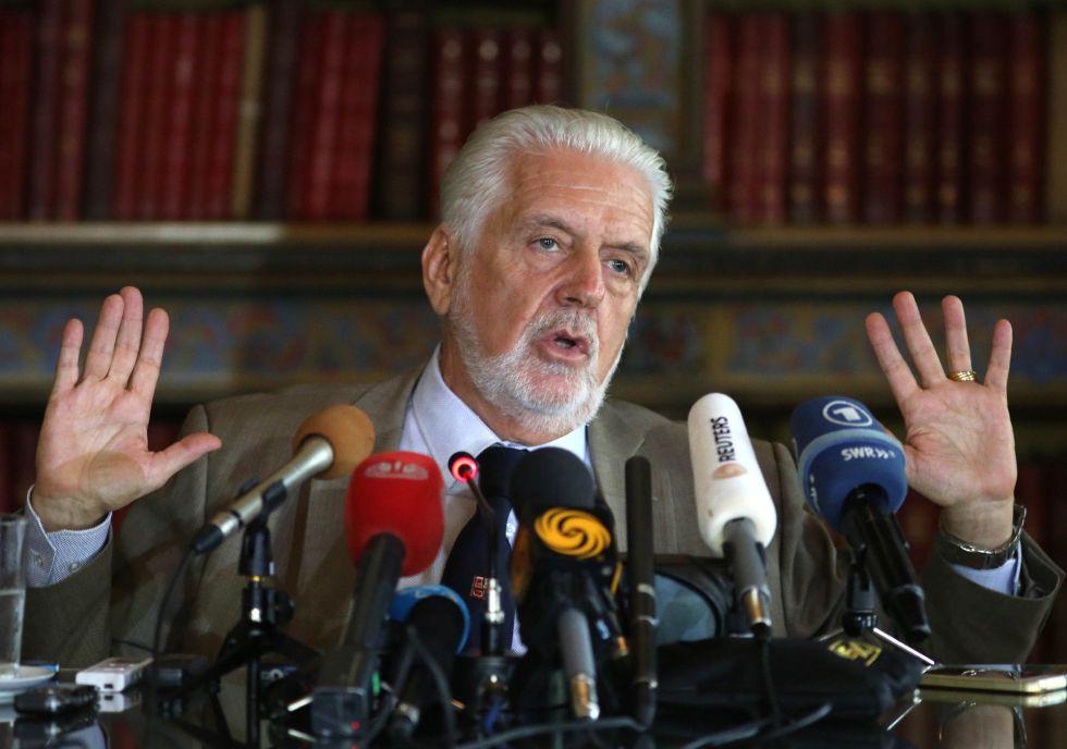 Encurralado por inimigos internos, Governo inicia ofensiva internacional