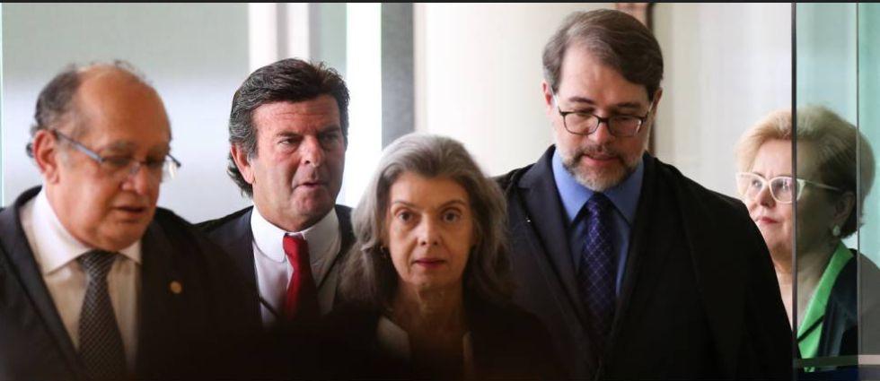Os ministros do Supremo Gilmar Mendes, Luiz Fux, Carmem Lúcia, Dias Toffoli e Rosa Weber. Corte é composta por onze membros.