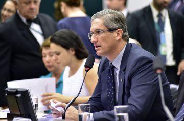 O presidente da comissão do impeachment, deputado Rogério Rosso (PSD).