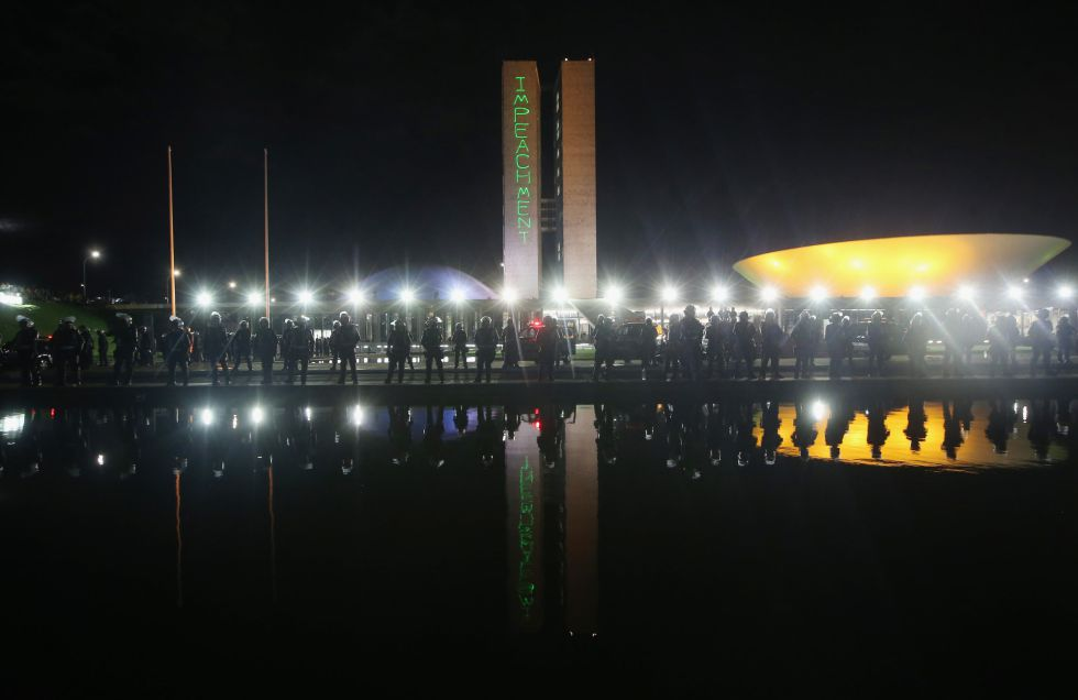 Comissão vota impeachment de Dilma