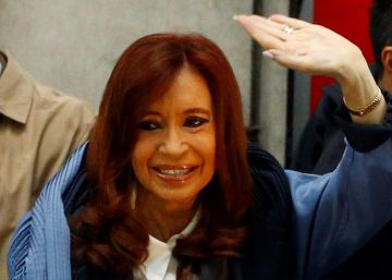 Kirchner usa depoimento na Justiça para retornar à política