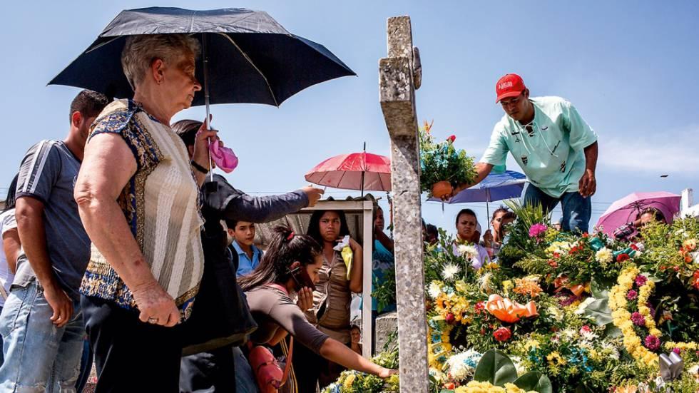 Enterro de Yohangel Márquez, policial de 33 anos assassinado por um criminoso em Miranda.