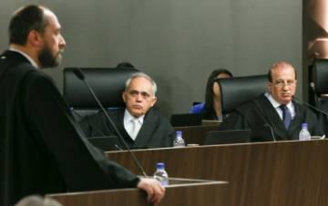 O ex-advogado-geral da União, Luís Inácio Adams, durante sessão do TCU que rejeitou as contas do governo Dilma, em outubro de 2015.