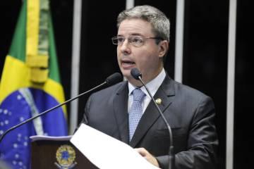 Entre as irregularidades cometidas pelo ex-governador de Minas Gerais e hoje senador Antonio Anastasia (PSDB), está a abertura de créditos suplementares de valor superior ao dobro do permitido na LOA.
