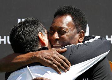 Pelé e Maradona selam a paz