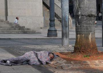 Frio solidário: paulistanos se mobilizam para doar roupas a moradores de rua