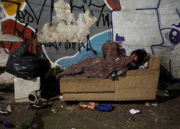"""Morador de rua em São Paulo: """"Se eu tirar o casaco, eles levam embora"""""""