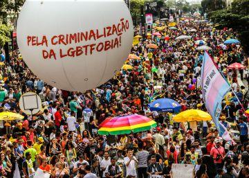 Pesquisa inédita na Parada Gay de SP: rejeição a Temer e metade de cristãos