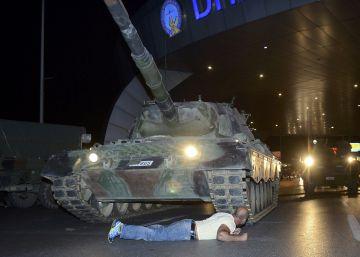 Detenção em massa após a tentativa de golpe na Turquia