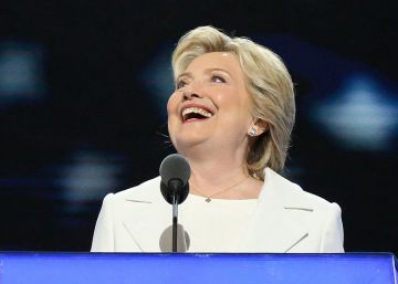 "Hillary Clinton promete ""liderança firme"" num ""momento decisivo"""