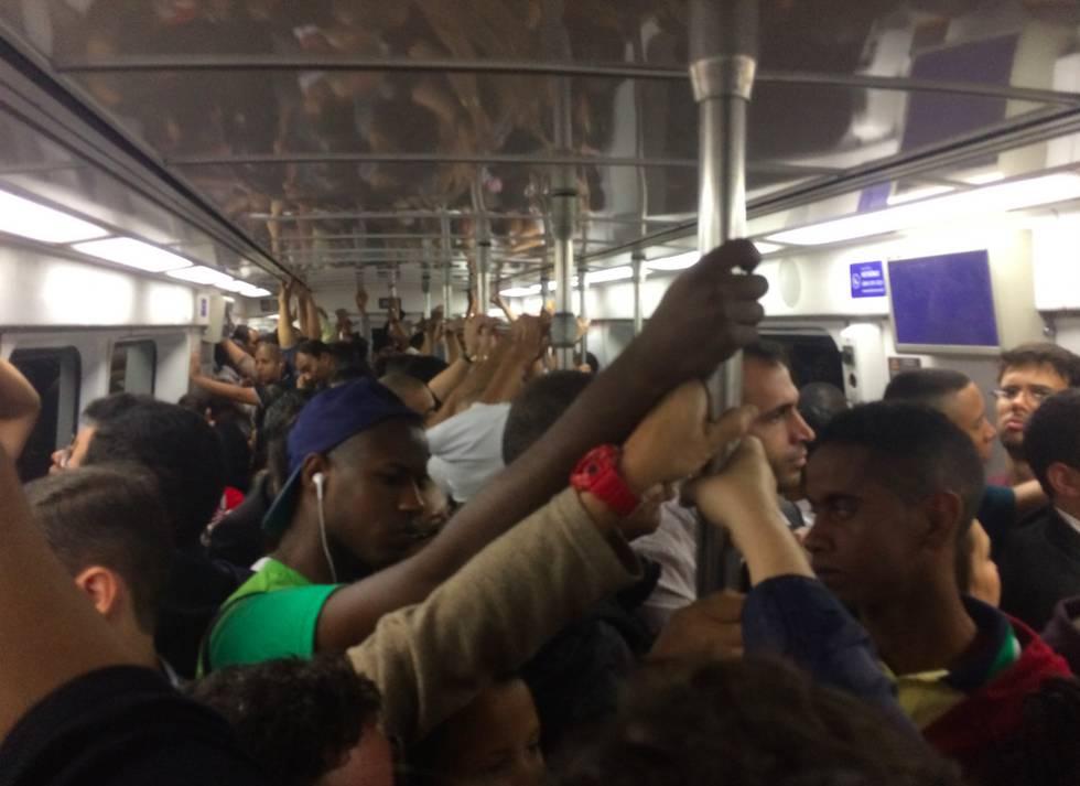 Linha 1 do metrô do Rio, às 19horas da segunda-feira.