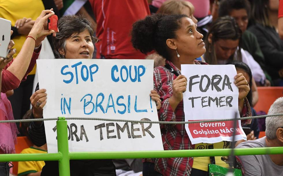 Protesto em partida de handebol na Olimpíada do Rio.