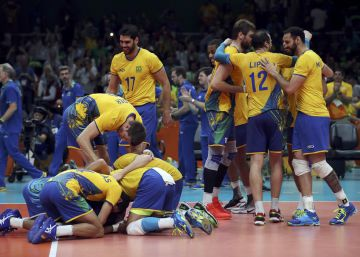 Brasil passa por cima da Rússia e está na final do vôlei masculino na Rio 2016