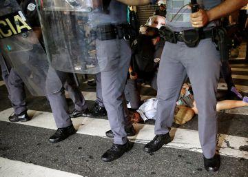 Pelo segundo dia, PM dispersa atos contra Temer em São Paulo com bombas de gás