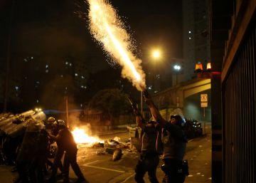 Atos contra Temer voltam às ruas de São Paulo e PM usa bomba para dispersar