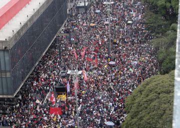 Decenas de miles de personas salen a la calle contra el nuevo gobierno brasileño