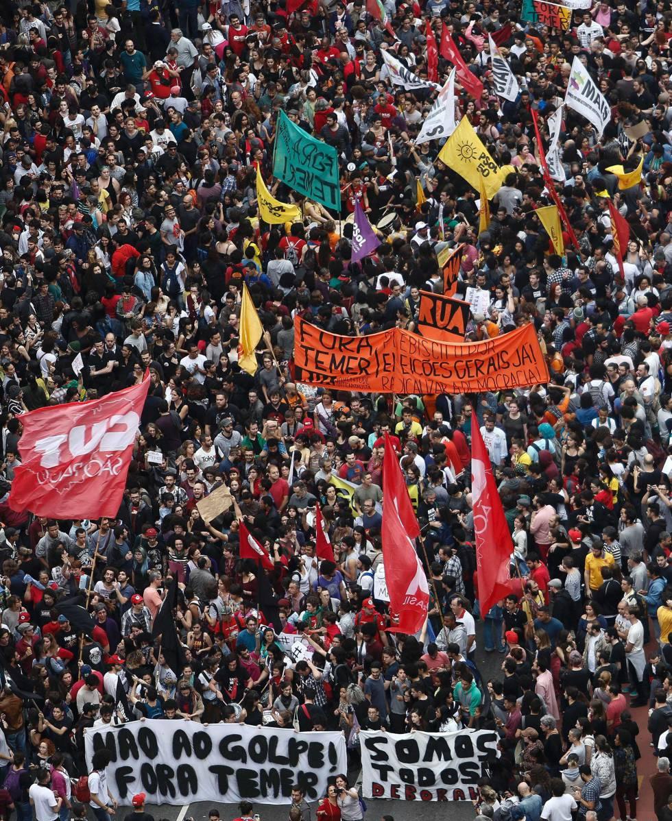 Os manifestantes saíram da avenida Paulista e foram até o Largo da Batata, onde a polícia reprimiu o ato que começava a se dispersar.